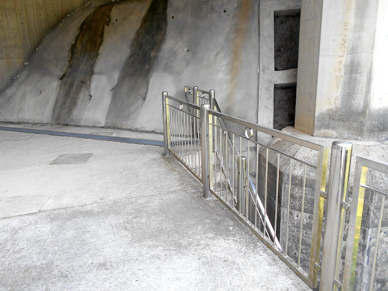 秩父・浦山ダム2016その4・ダムの階段との戦い-9805