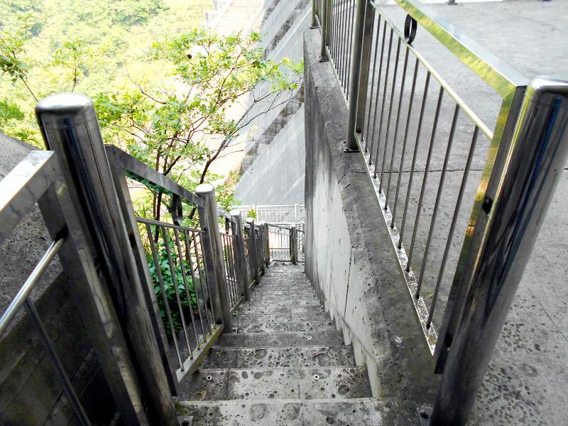 秩父・浦山ダム2016その4・ダムの階段との戦い-9806