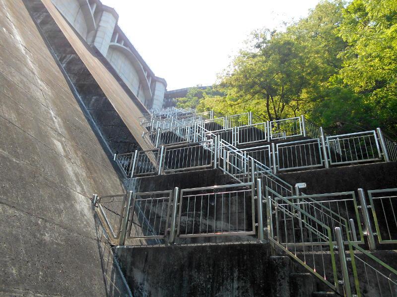 秩父・浦山ダム2016その4・ダムの階段との戦い-9813
