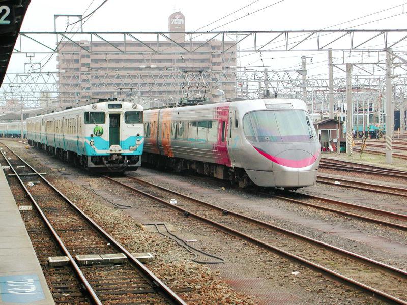 愛媛・松山駅より2006-4306