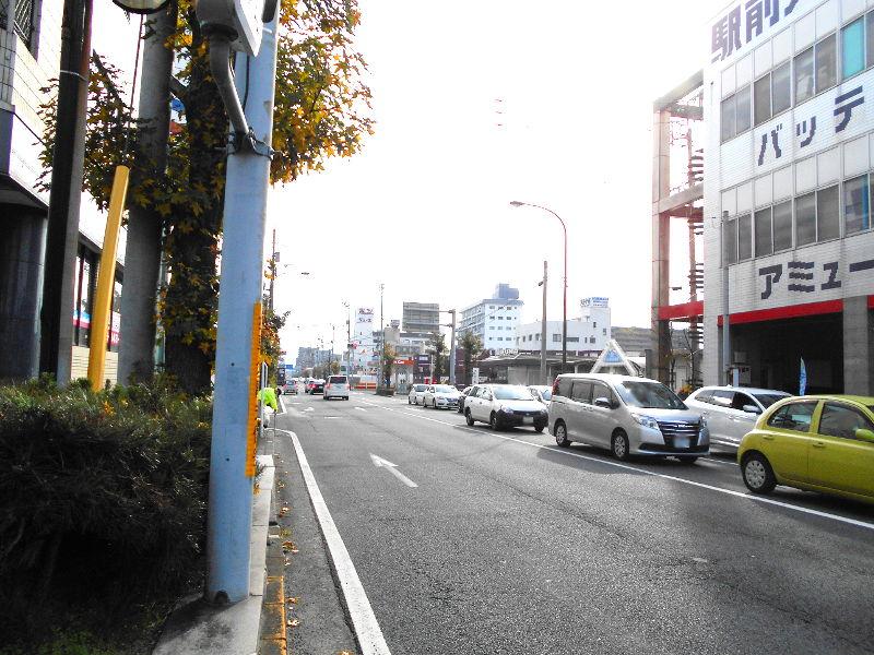 行くぞ!松山2016冬その18・松山駅のコンテナと気動車-8802