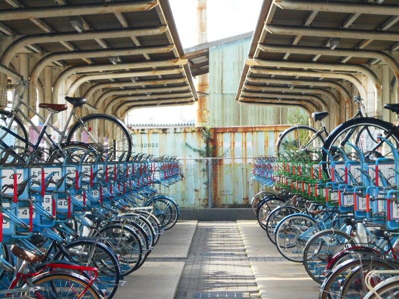 行くぞ!松山2016冬その18・松山駅のコンテナと気動車-8803