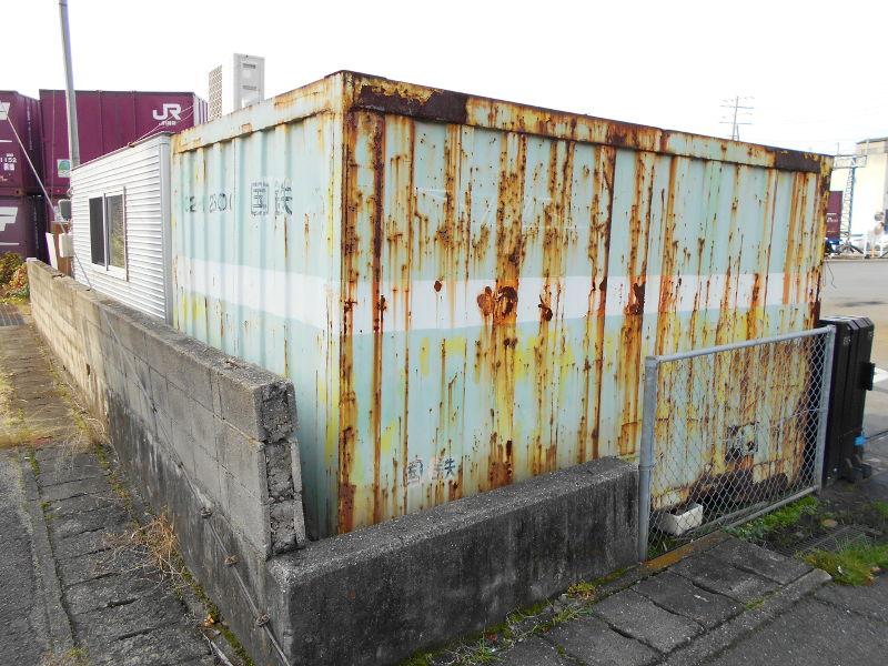 行くぞ!松山2016冬その18・松山駅のコンテナと気動車-8808