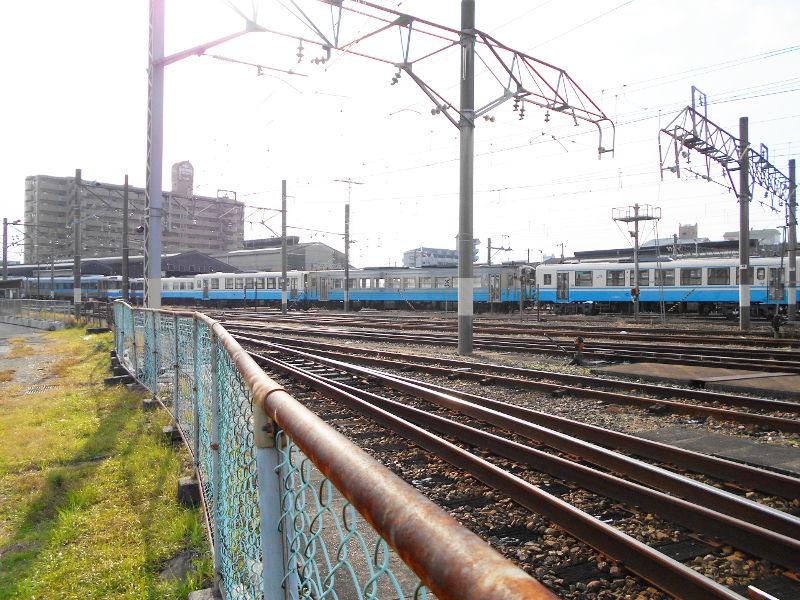 行くぞ!松山2016冬その18・松山駅のコンテナと気動車-8816
