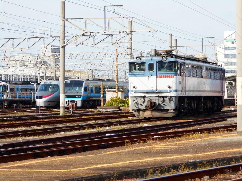 行くぞ!松山2016冬その18・松山駅のコンテナと気動車-8821