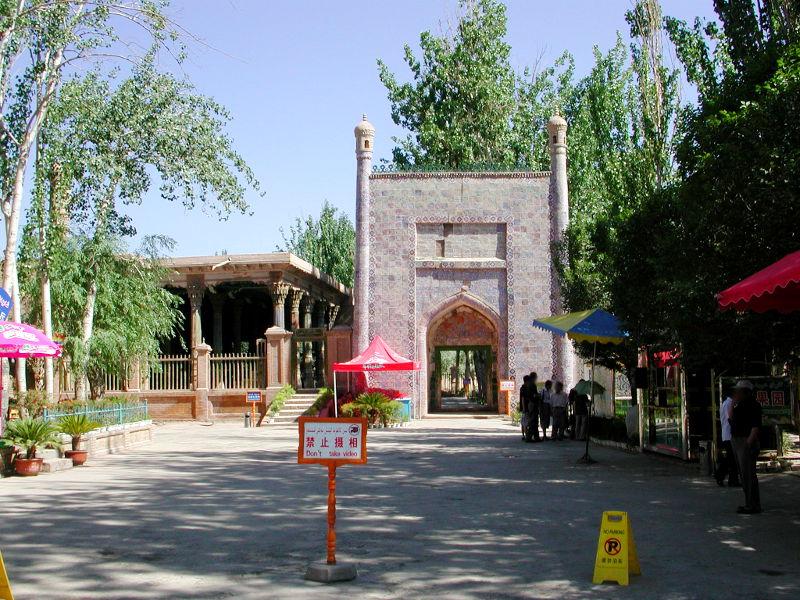 シルクロード一人旅「我的長征2006」その9・カシュガル・香妃墓と並木道-0905