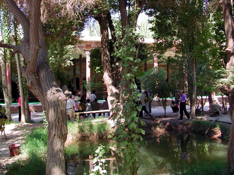 シルクロード一人旅「我的長征2006」その9・カシュガル・香妃墓と並木道-0908