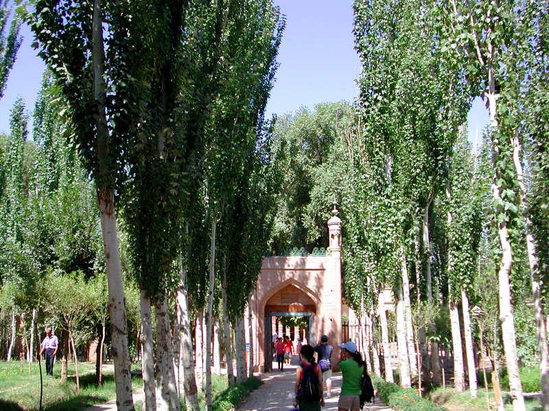 シルクロード一人旅「我的長征2006」その9・カシュガル・香妃墓と並木道-0909