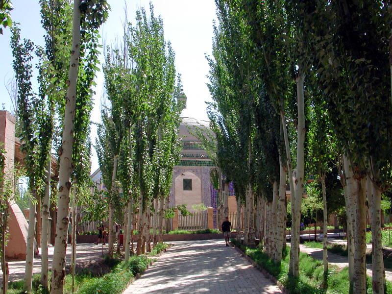 シルクロード一人旅「我的長征2006」その9・カシュガル・香妃墓と並木道-0911