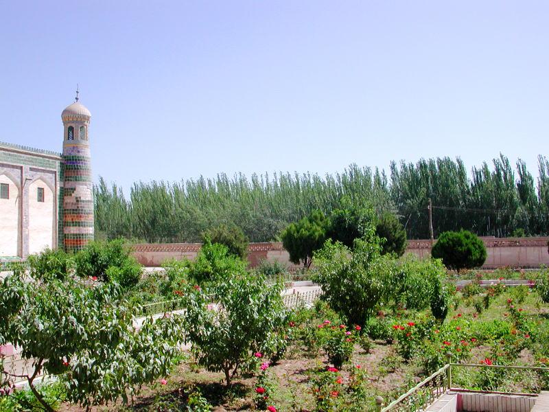 シルクロード一人旅「我的長征2006」その9・カシュガル・香妃墓と並木道-0914