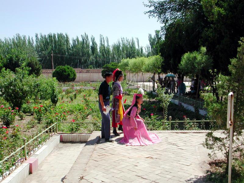 シルクロード一人旅「我的長征2006」その9・カシュガル・香妃墓と並木道-0915