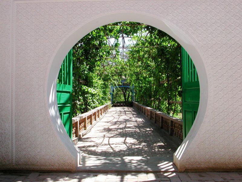 シルクロード一人旅「我的長征2006」その9・カシュガル・香妃墓と並木道-0920