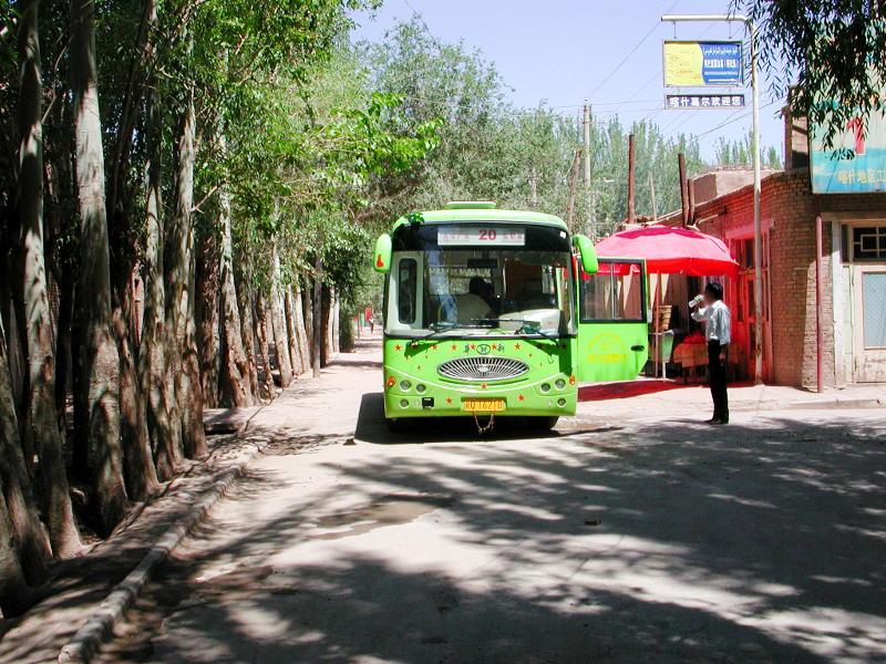 シルクロード一人旅「我的長征2006」その9・カシュガル・香妃墓と並木道-0924