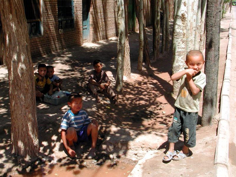 シルクロード一人旅「我的長征2006」その9・カシュガル・香妃墓と並木道-0928