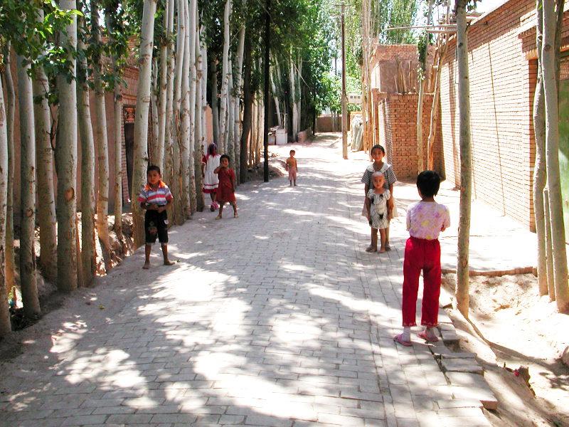シルクロード一人旅「我的長征2006」その9・カシュガル・香妃墓と並木道-0931