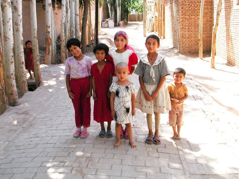 シルクロード一人旅「我的長征2006」その9・カシュガル・香妃墓と並木道-0932