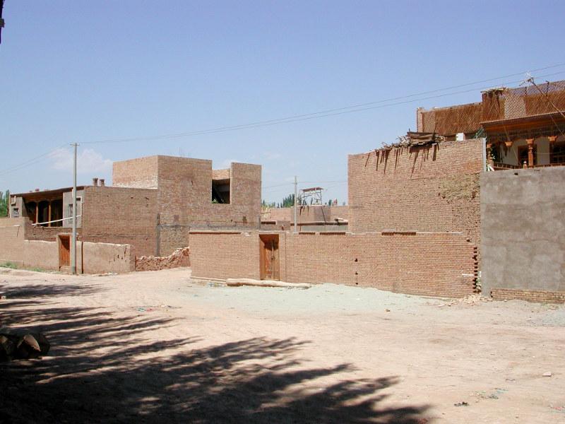 シルクロード一人旅「我的長征2006」その9・カシュガル・香妃墓と並木道-0937