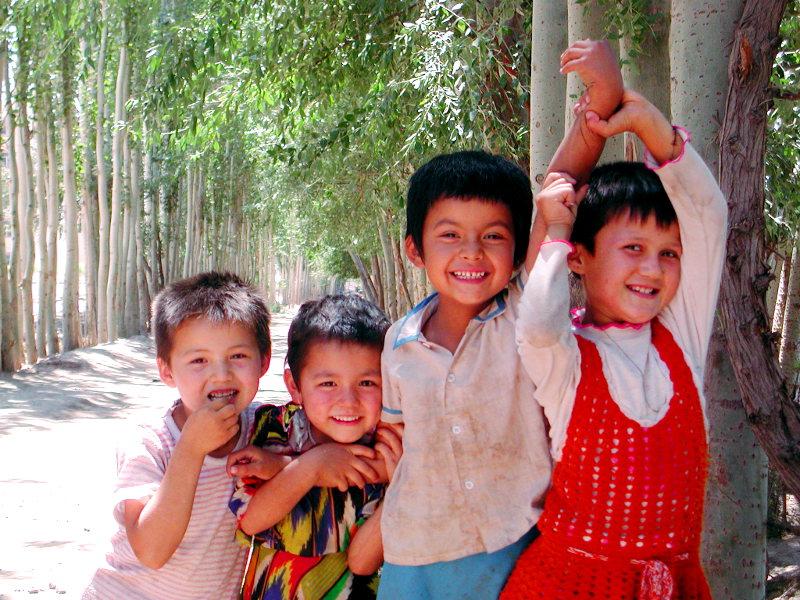 シルクロード一人旅「我的長征2006」その9・カシュガル・香妃墓と並木道-0940