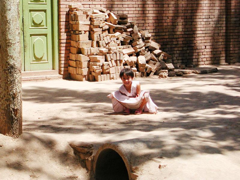 シルクロード一人旅「我的長征2006」その9・カシュガル・香妃墓と並木道-0941