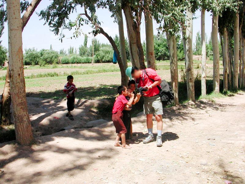 シルクロード一人旅「我的長征2006」その9・カシュガル・香妃墓と並木道-0944