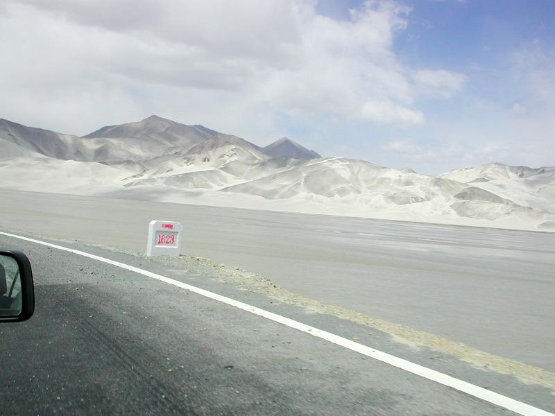 シルクロード一人旅「我的長征2006」その16・ブルンクル湖と絶景-1628