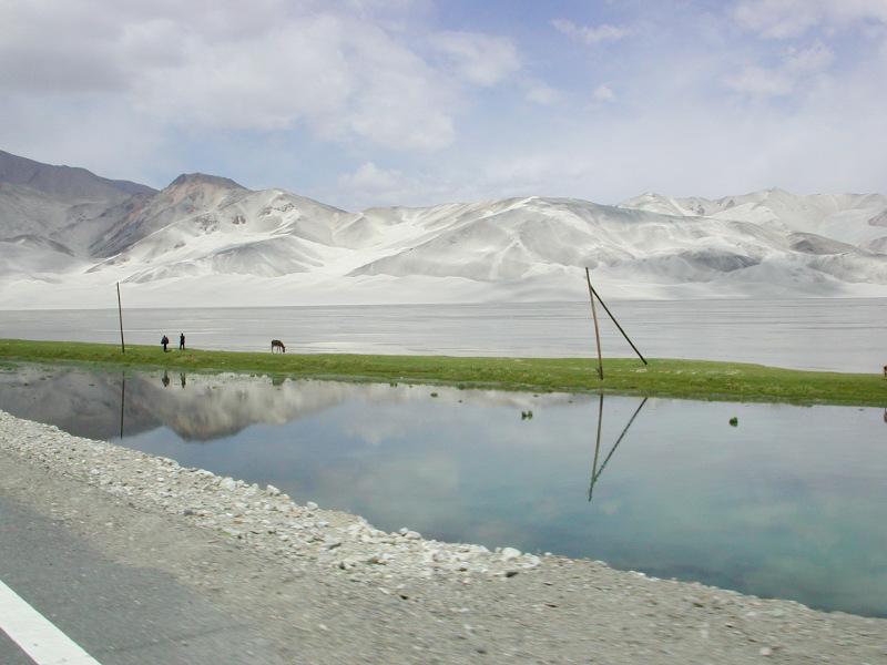 シルクロード一人旅「我的長征2006」その16・ブルンクル湖と絶景-1629