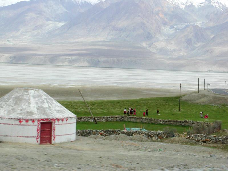 シルクロード一人旅「我的長征2006」その16・ブルンクル湖と絶景-1635