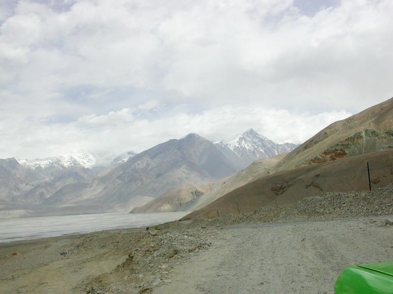 シルクロード一人旅「我的長征2006」その16・ブルンクル湖と絶景-1639