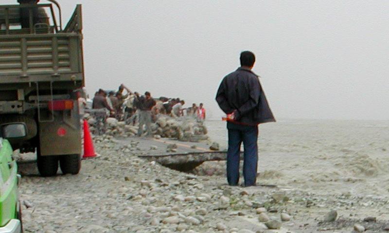 シルクロード一人旅「我的長征2006」その17・カラクリ湖-1742