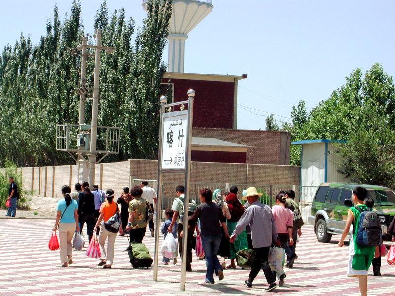 シルクロード一人旅「我的長征2006」その20・カシュガル・駅と寝台列車-2030