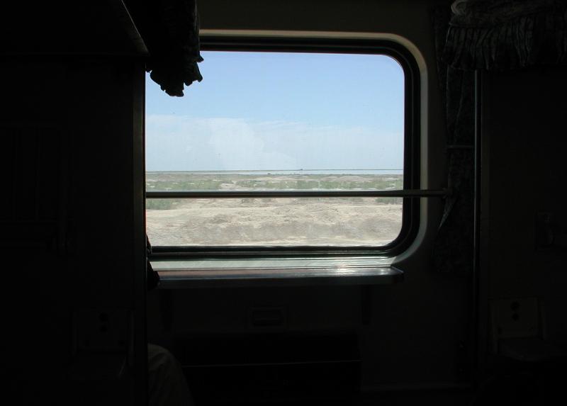 シルクロード一人旅「我的長征2006」その20・カシュガル・駅と寝台列車-2036