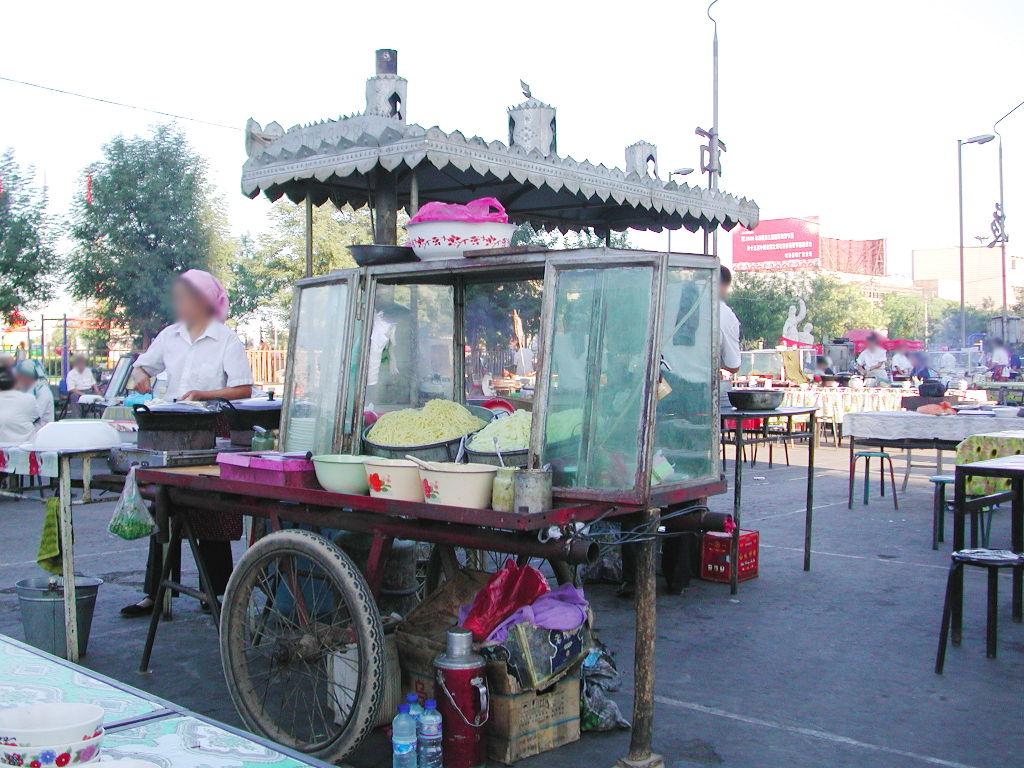 シルクロード一人旅「我的長征2006」その29・トルファン・市内の夜市-2909