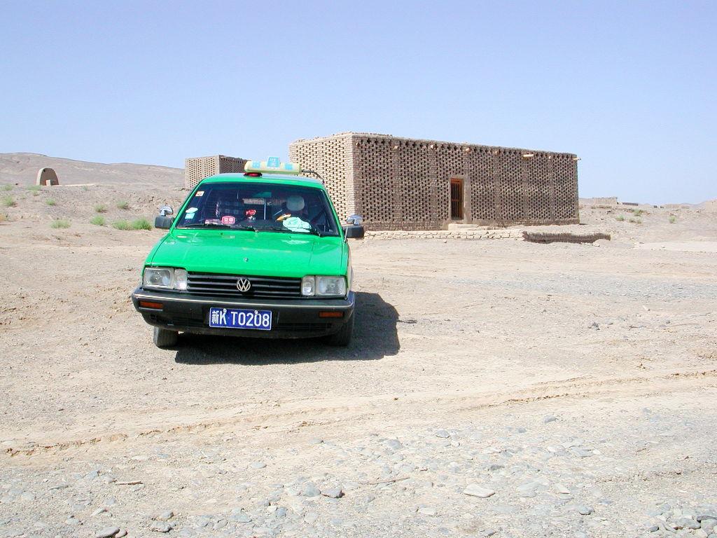 シルクロード一人旅「我的長征2006」その34・トルファン・ウイグル民家とぶどう-3406