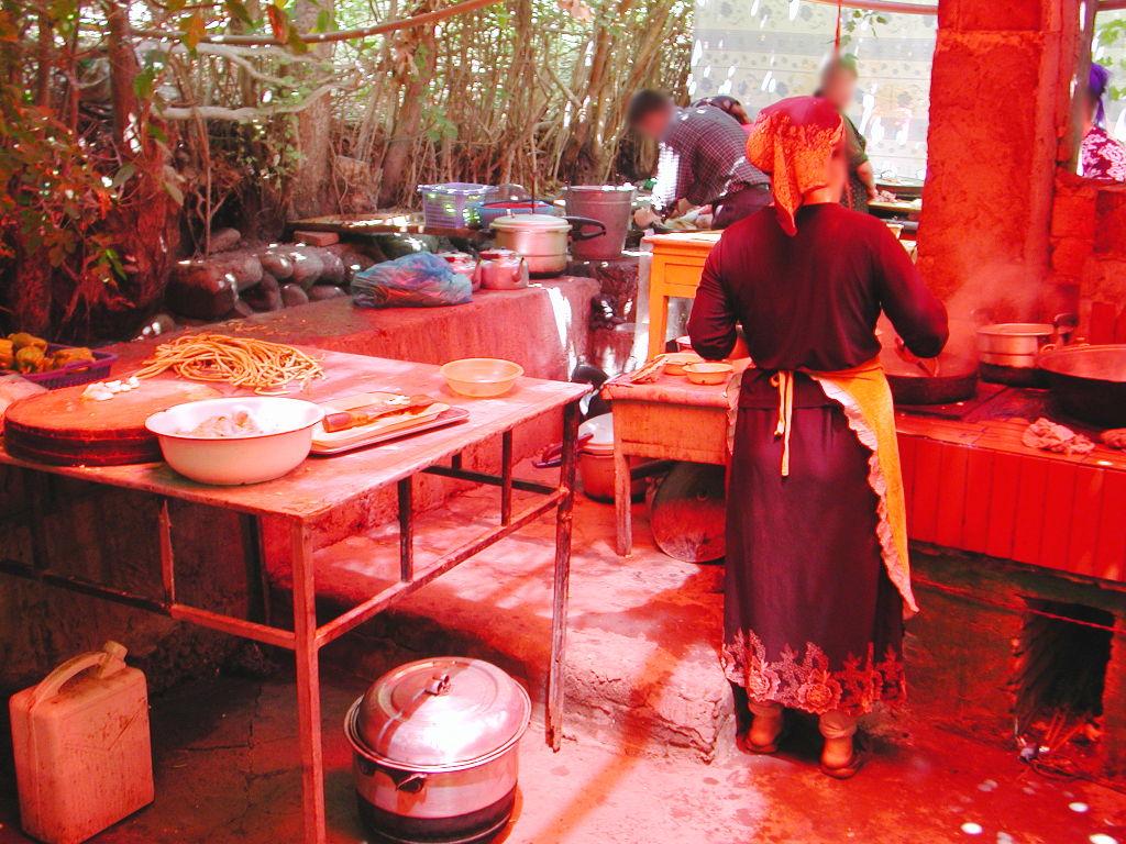 シルクロード一人旅「我的長征2006」その36・トルファン・葡萄溝の食堂でのんびり-3612