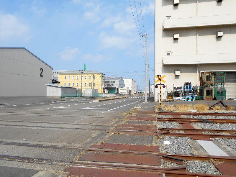 仙台埠頭駅とレール運搬列車2017春-7206