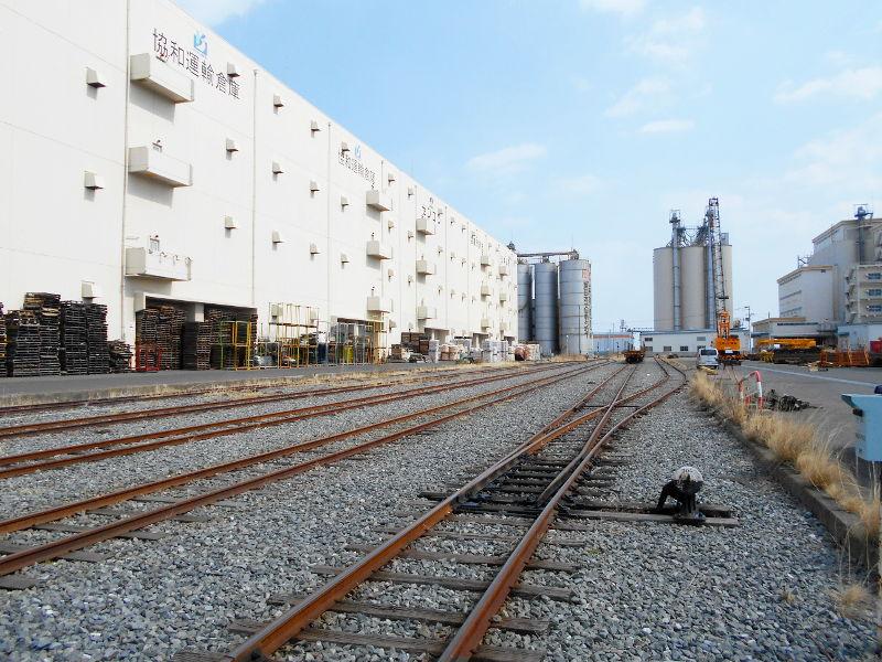 仙台埠頭駅とレール運搬列車2017春-7207