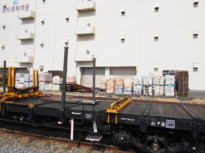 仙台埠頭駅とレール運搬列車2017春-7220