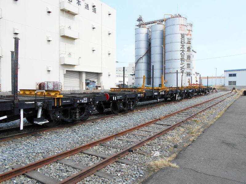 仙台埠頭駅とレール運搬列車2017春-7223