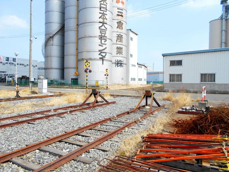 仙台埠頭駅とレール運搬列車2017春-7229