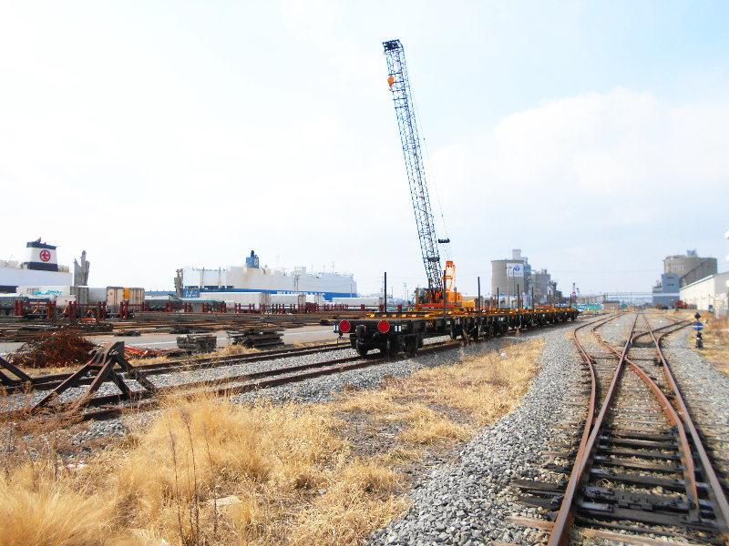 仙台埠頭駅とレール運搬列車2017春-7233