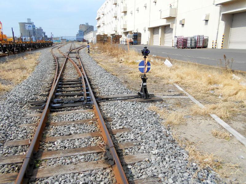 仙台埠頭駅とレール運搬列車2017春-7234