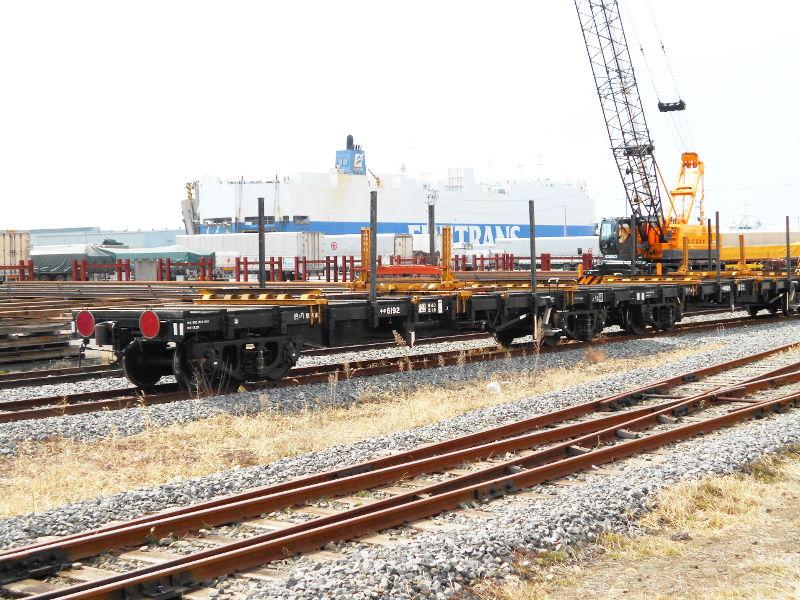 仙台埠頭駅とレール運搬列車2017春-7236