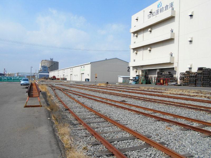仙台埠頭駅とレール運搬列車2017春-7238