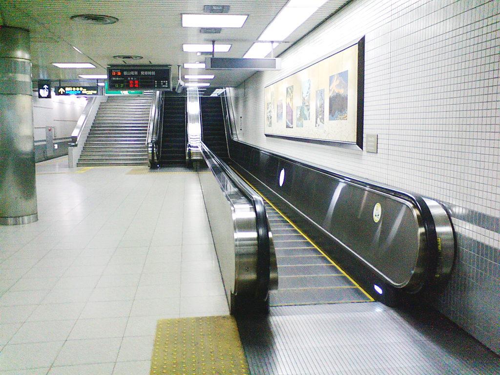 変わり者のエスカレーター2008-1001