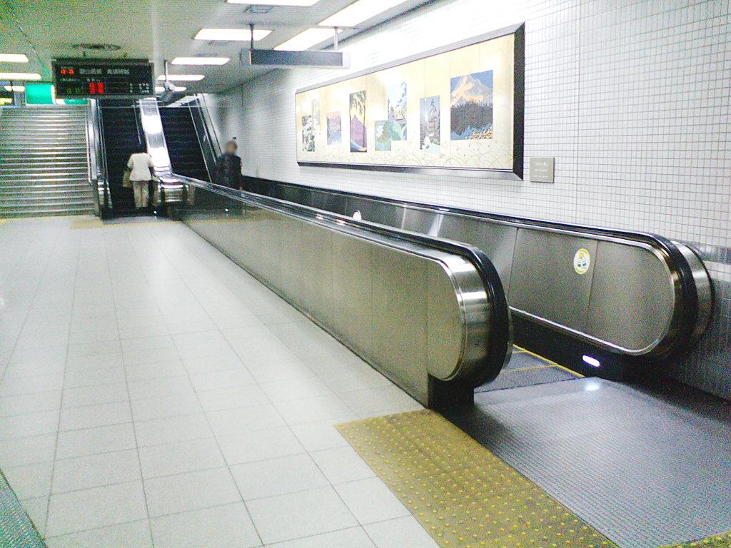 変わり者のエスカレーター2008-1002
